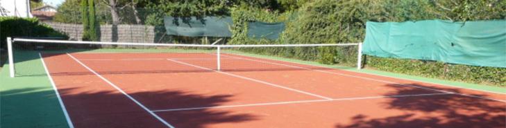 Villen mit privatem Pool und Tennisanlage